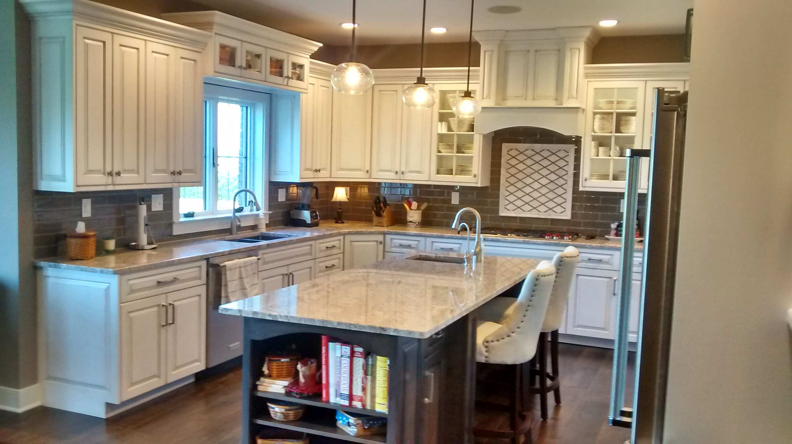 White Glazed Traditional Kitchen with Stained Island