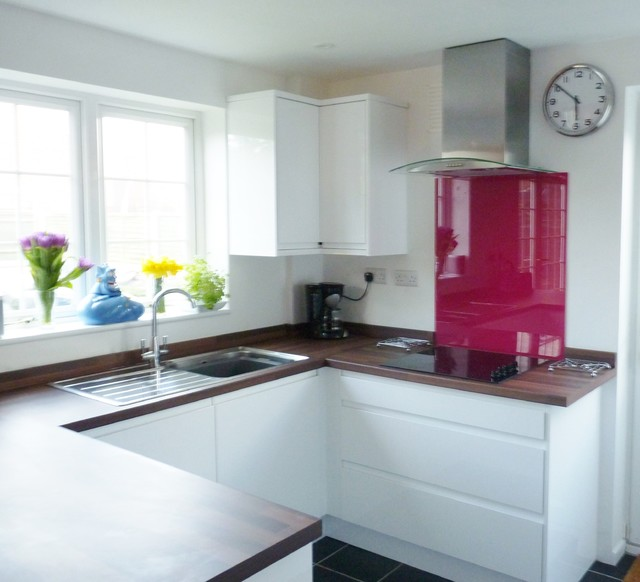 White Laminate Kitchen Worktops: White Gloss Handle-less Kitchen, With Laminated Wood Effect Laminate Worktops