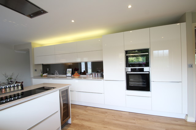 White gloss handled with Neff appliances and Ceaserstone worktops ...