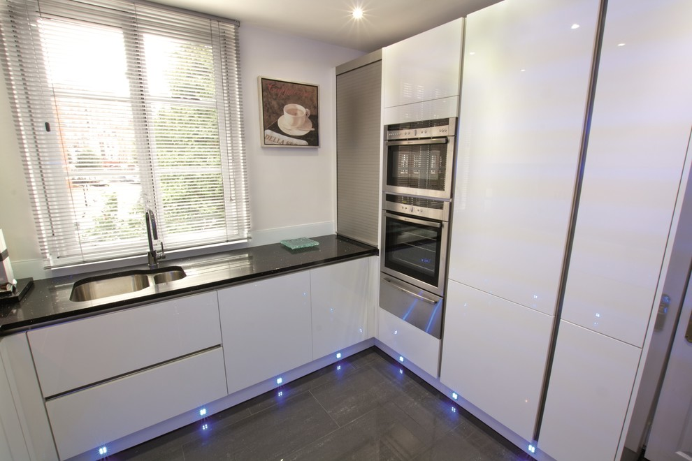 White Gloss Handleless Kitchen Modern Kitchen London By Lwk London Kitchens