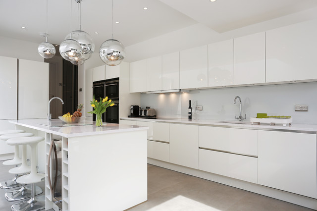 White gloss island kitchen contemporary kitchen for Modern kitchen london