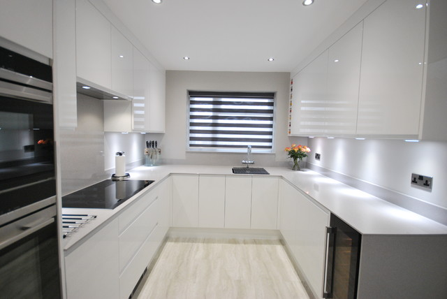 White Gloss J Pull Contemporary Kitchen With Light Grey