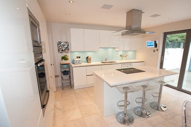 White gloss kitchen island contemporary-kitchen