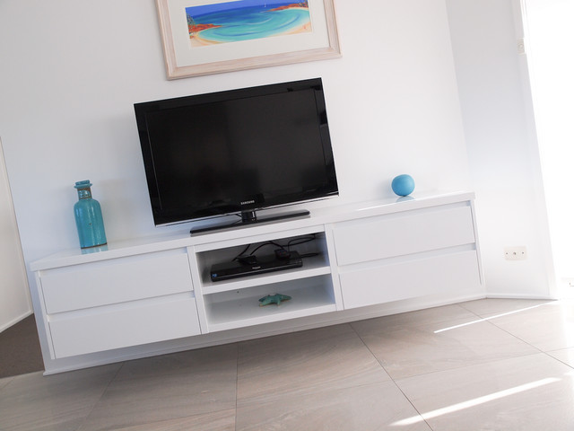 White Gloss Polyurethane Floating Tv Cabinet With Shadowline