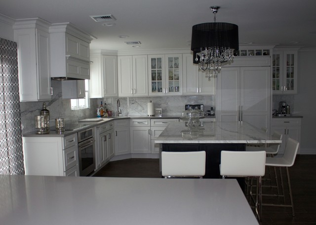 White grey kitchen for Kitchen ideas grey and white