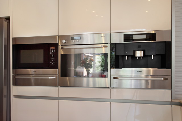 handleless kitchen with built in appliances contemporary kitchen