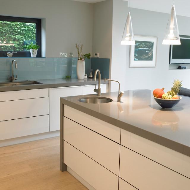 White Hi Gloss Doors & Silestone Worktop