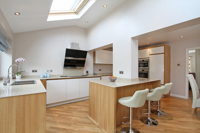 White High Gloss German Kitchen with Oak Panels - Modern - Kitchen - Hampshire - by Beau-Port ...