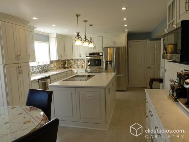 White Kitchen Cabinets   Cambridge Door Style   CliqStudios ...