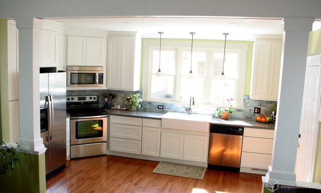 White kitchen cabinets contemporary kitchen richmond for Kitchen cabinets 42 uppers