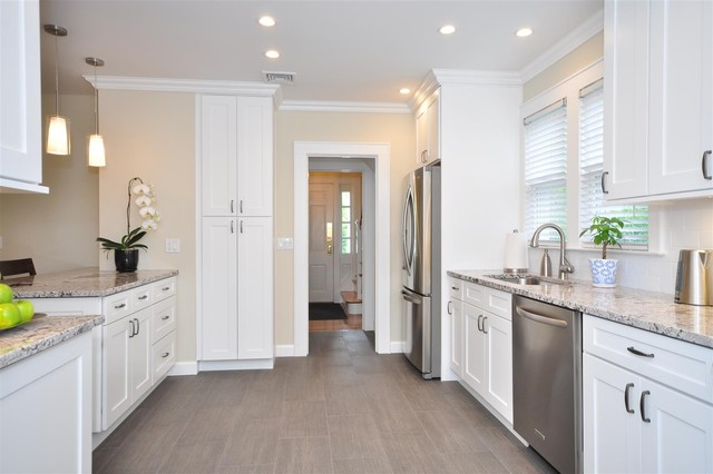White Kitchen Cabinets | Ice White Shaker Door Style | Kitchen Cabinet Kings - Contemporary ...