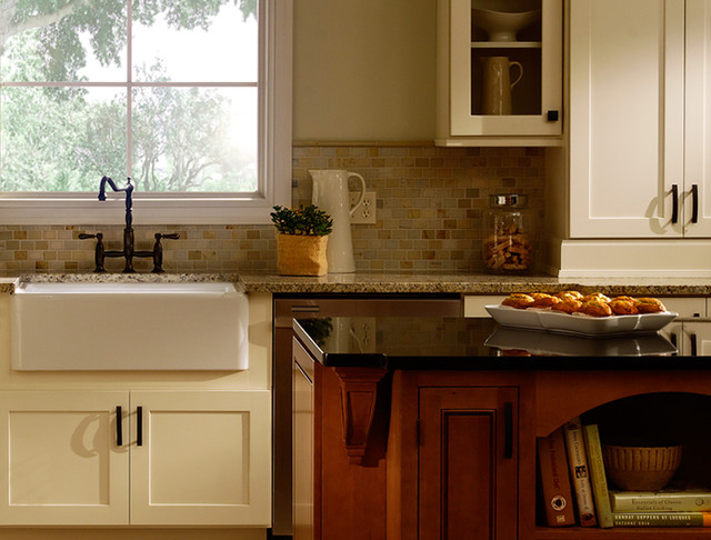 White kitchen cabinets maple kitchen cabinets rockford for Kitchen cabinets houzz