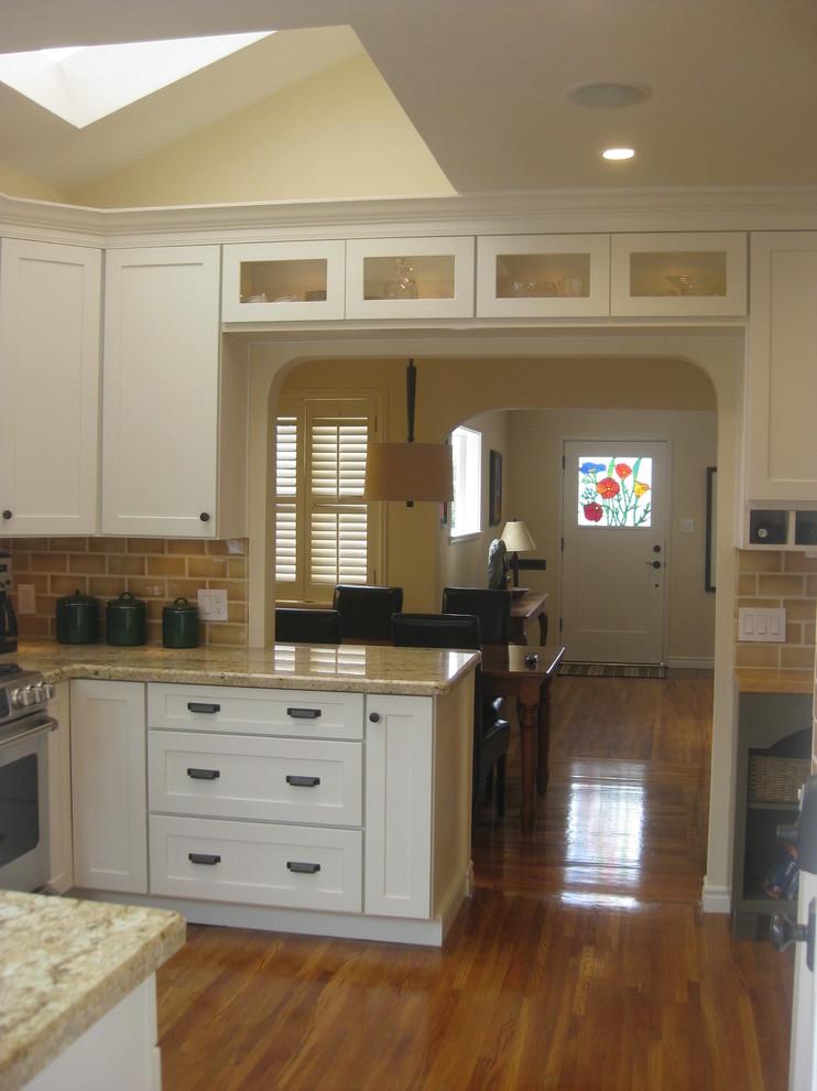 White Kitchen Cabinets | Mission Cabinets | CliqStudios ...