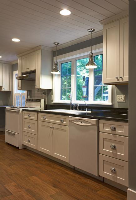 White Kitchen Cabinets | Mission Cabinets | CliqStudios - Contemporary - Kitchen - minneapolis ...