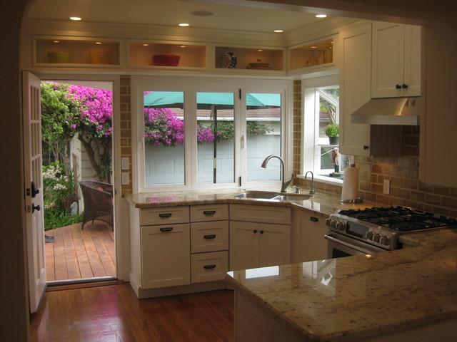 White Kitchen Cabinets | Mission Cabinets | CliqStudios transitional-kitchen