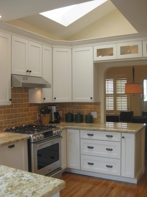 White Kitchen Cabinets | Mission Cabinets | CliqStudios transitional-kitchen