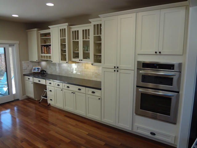 White kitchen cabinets shaker cabinetry cliqstudios for Kitchen cabinets houzz