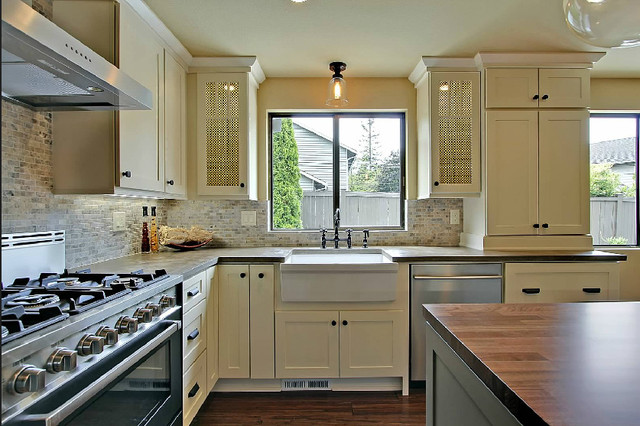 Superbe White Kitchen Cabinets | Shaker Cabinetry | CliqStudios Traditional Kitchen