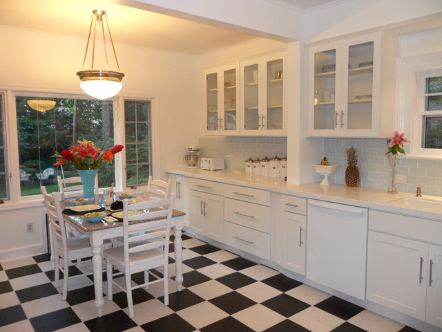 Attrayant Trendy Kitchen Photo In Minneapolis With Glass Front Cabinets, White  Cabinets, Subway Tile