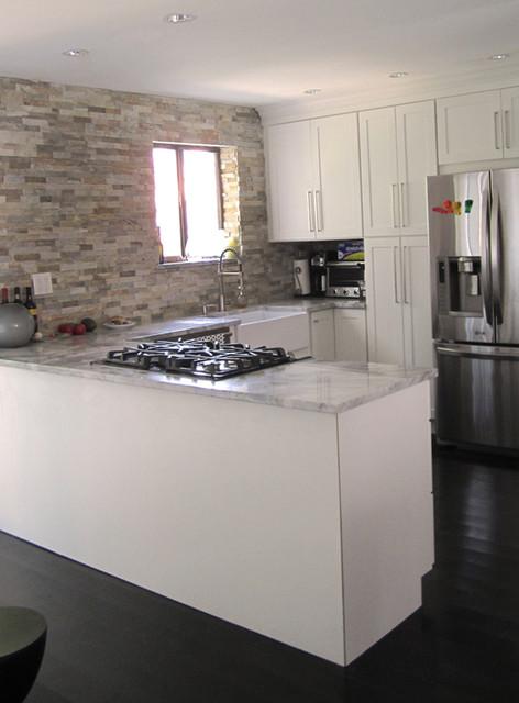 White Kitchen Cabinets | Shaker Kitchen Cabinets | CliqStudios contemporary-kitchen