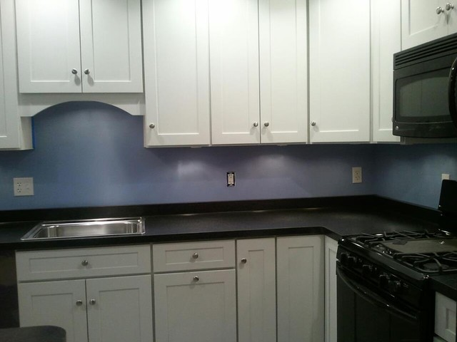 White kitchen cabinets shaker style cliqstudios for Shaker style kitchen cabinets