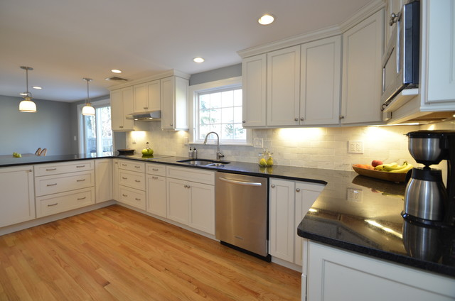 White Kitchen Cedar Hill Rd Simsbury Ct Traditional Kitchen New York By D E Jacobs