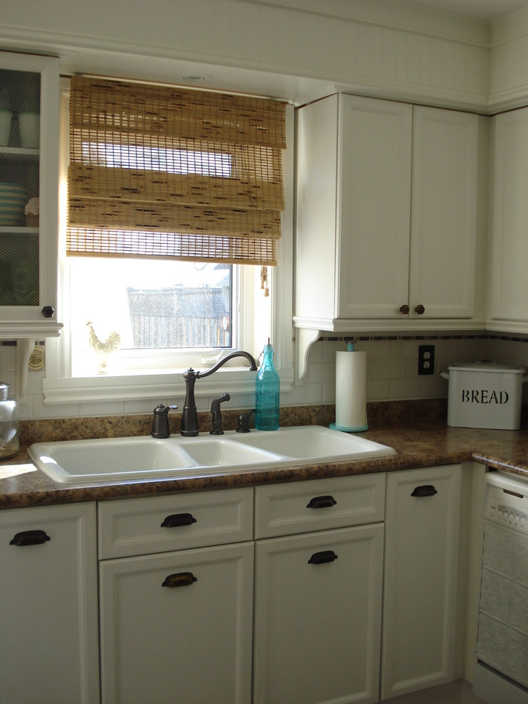 Kitchen - traditional kitchen idea in Toronto with a triple-bowl sink