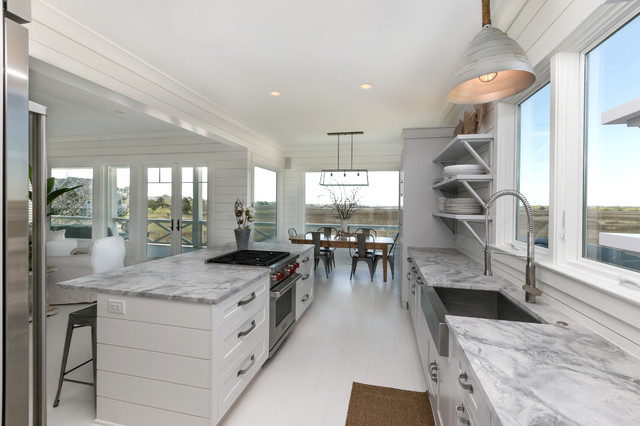 Delicieux White Kitchen In Beach Home   White Walls   Kitchen With Open Shelving Beach  Style