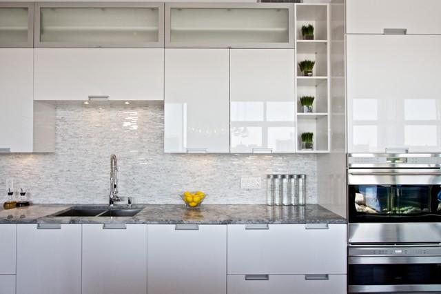 White Lacquered Pro-Kitchen @ Le OXXFORD Penthouse - Modern ...