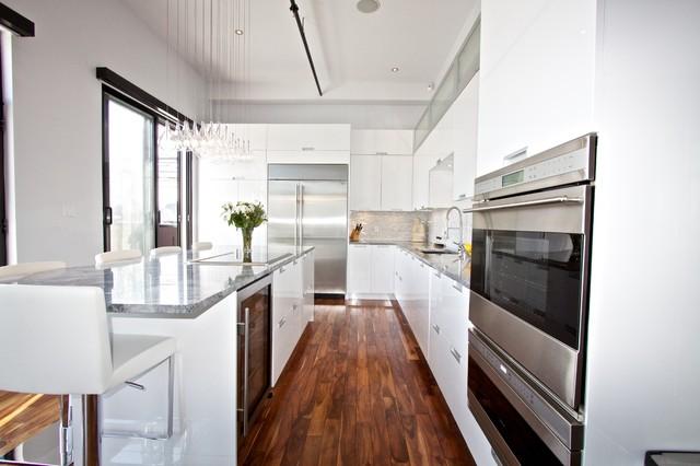 White Lacquered Pro Kitchen Le Oxxford Penthouse