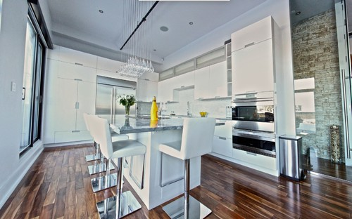 White Lacquered Pro-Kitchen @ Le OXXFORD Penthouse