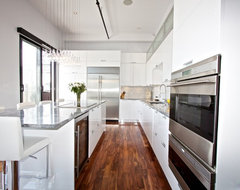 White Lacquered Pro-Kitchen @ Le OXXFORD Penthouse modern kitchen