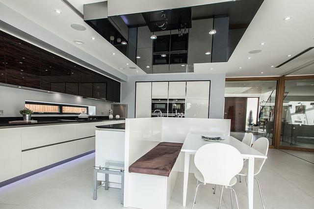 White/Macassar Glossy Kitchen in Hadley Wood modern-kueche