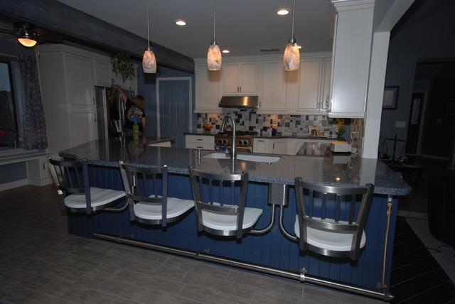 White/Parys traditional-kitchen