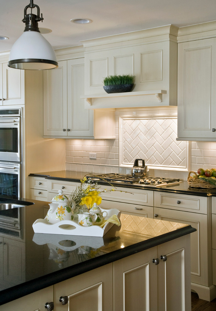 White Recessed Panel Brookhaven Cabinet Kitchen with ...
