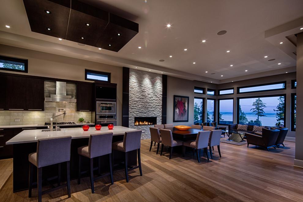 Kitchen - contemporary kitchen idea in Vancouver