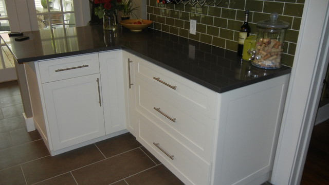 White Shaker Kitchen Cabinets - Traditional - Kitchen - austin - by ...