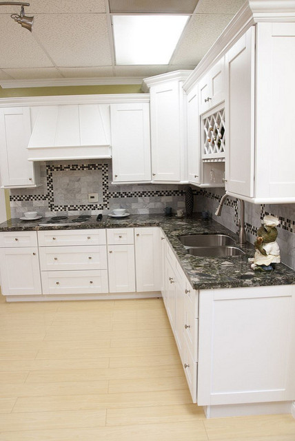 White Shaker Kitchen Cabinets Home Design - Traditional - Kitchen - columbus - by Lily Ann Cabinets