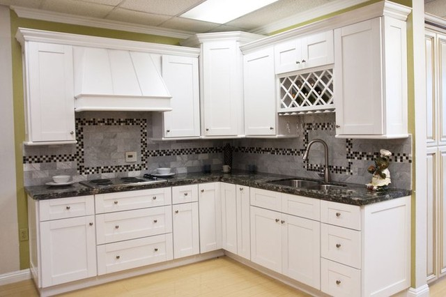 White Shaker Kitchen Cabinets Home Design - Traditional ...