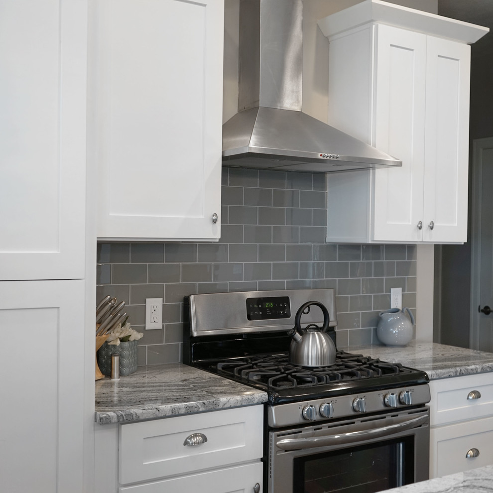 White Shaker Kitchen Cabinets With Soft Close Doors Drawers Contemporary Kitchen Omaha By Everyday Cabinets