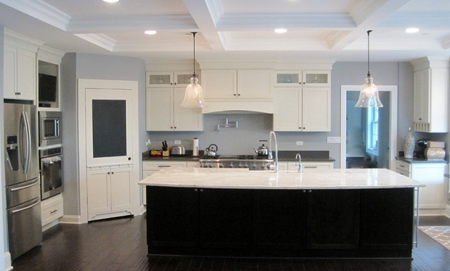 Large Minimalist L Shaped Dark Wood Floor Eat In Kitchen Photo Chicago With