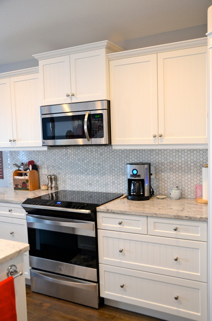 White thermofoil kitchen traditional kitchen calgary for Thermofoil cabinets