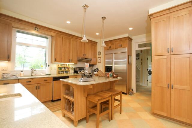 Williamsburg Arts & Craft Kitchen with Qtr Sawn Oak - Craftsman - Kitchen - other metro - by ...