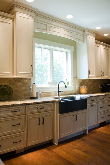 Willoughby kitchen traditional kitchen cincinnati for Cincinnati kitchen cabinets