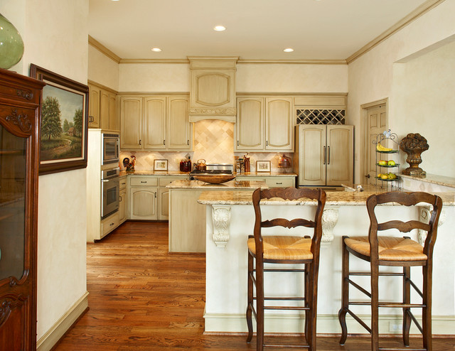 Ordinaire Large Elegant U Shaped Dark Wood Floor And Brown Floor Kitchen Photo In  Dallas With