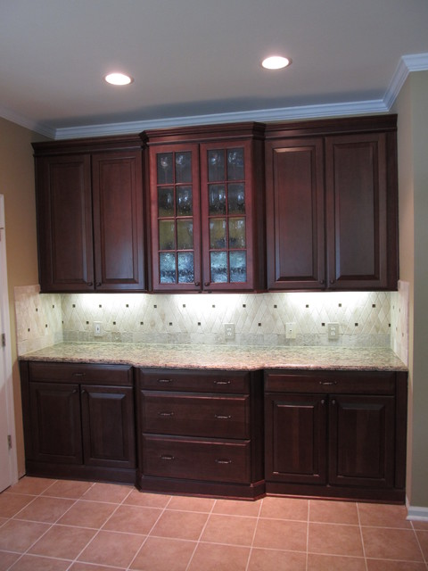 Winchester cherry square in bordeaux by shenandoah for Cherry bordeaux kitchen cabinets