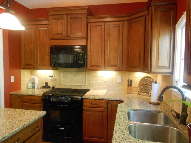 Winchester Maple Square In Cognac Finish By Shenandoah Cabinetry - Traditional - Kitchen ...