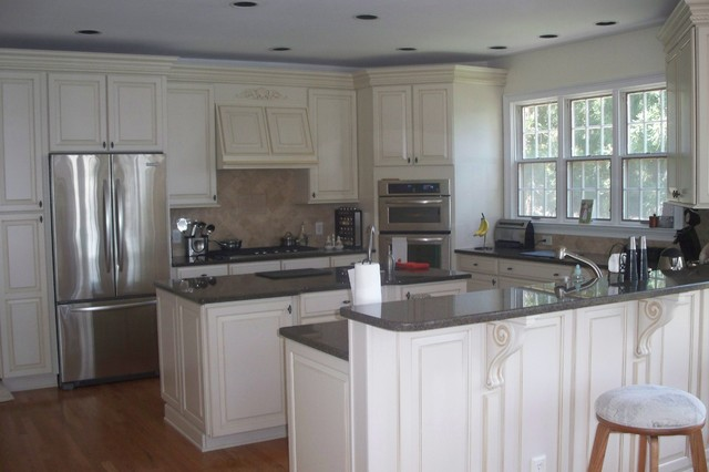 Winchester maple with butter scotch glaze by shehandoah cabinetry traditional kitchen Kitchen design center atlanta