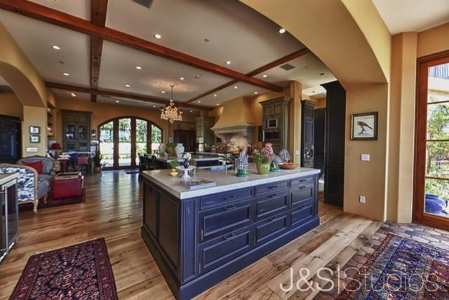 Wine Country Retreat traditional-kitchen