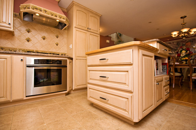 Wine Themed Kitchen With Cooler
